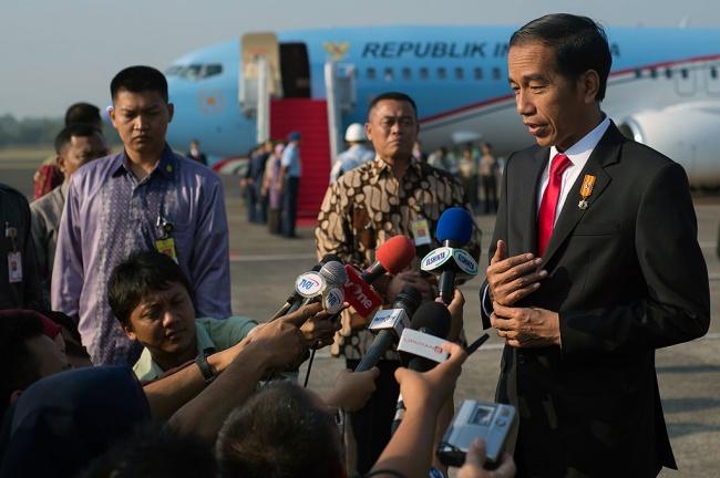 LAMPUNG POST   Hadiri Pemberian 'Honoris Causa' Ketua MUI, Presiden Terbang ke Malang