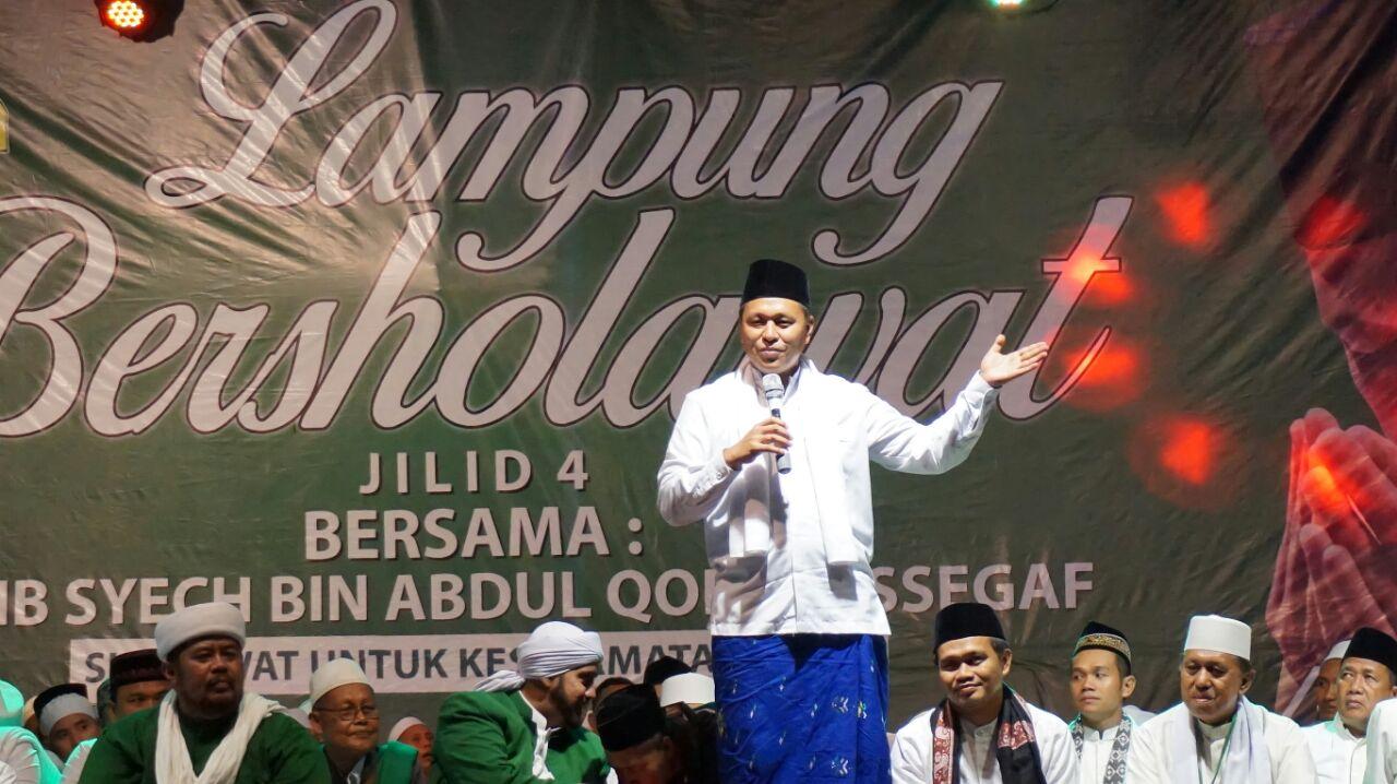 LAMPUNG POST | Masyarakat Lampung Selatan Antusias Menghadiri Acara Salawatan Habib Syech