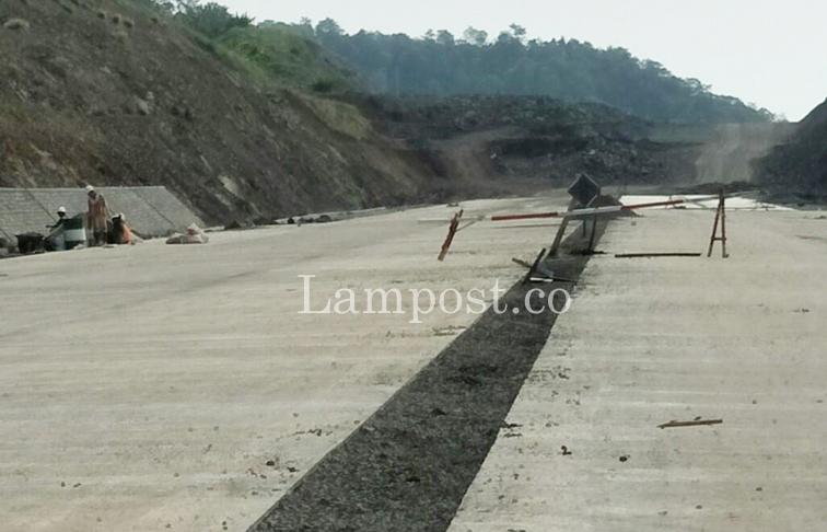 LAMPUNG POST | Misteri STA 002 Tol Bakauheni, Terus Digempur Bukit Itu Tak Juga Tembus