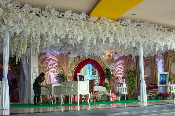LAMPUNG POST | WO, Dewi Penolong Calon Pengantin