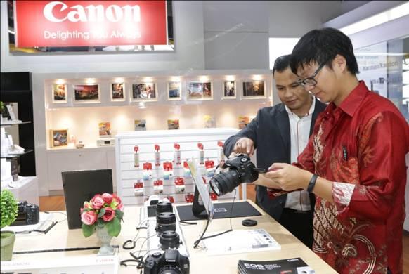 LAMPUNG POST | Canon Buka Gerai ke-3 di Surabaya