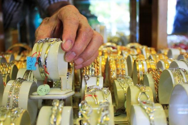 LAMPUNG POST | Harga Emas Terpantau Menguat ke Posisi Rp599.000/Gram