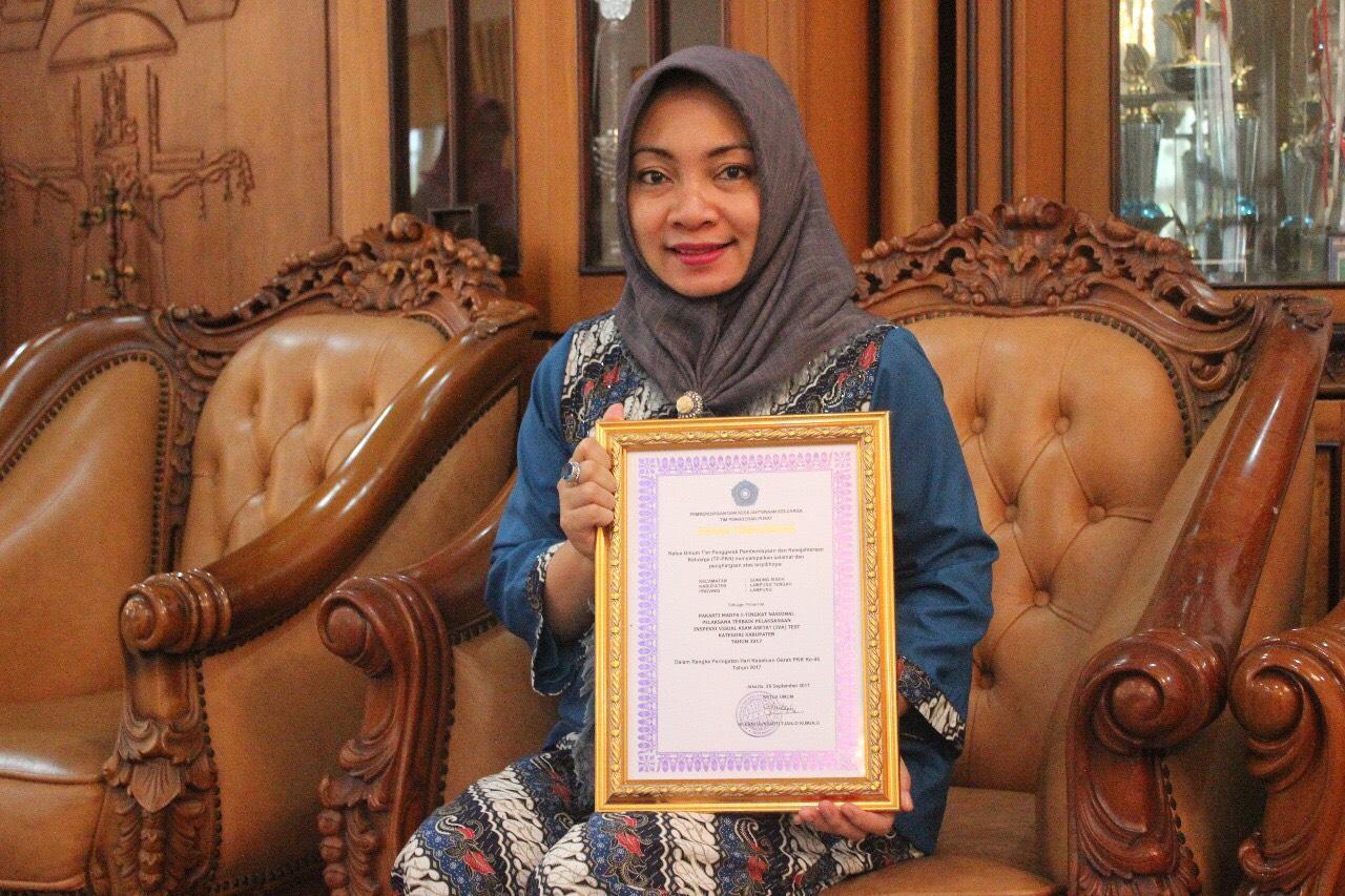 LAMPUNG POST | PKK Lampung Tengah Raih Penghargaan Pakarti Madya Pelaksana Tes IVA Terbaik