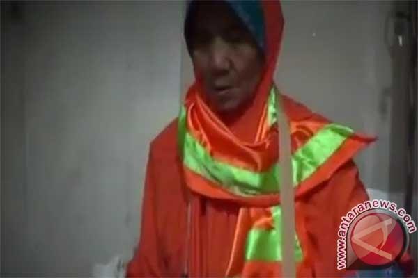 LAMPUNG POST   Tak Henti Bersyukur, Nenek Pemulung Ini Naik Haji