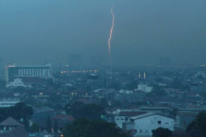 Hari Ini Lampung Berpotensi Hujan Lebat Disertai Petir dan Angin Kencang