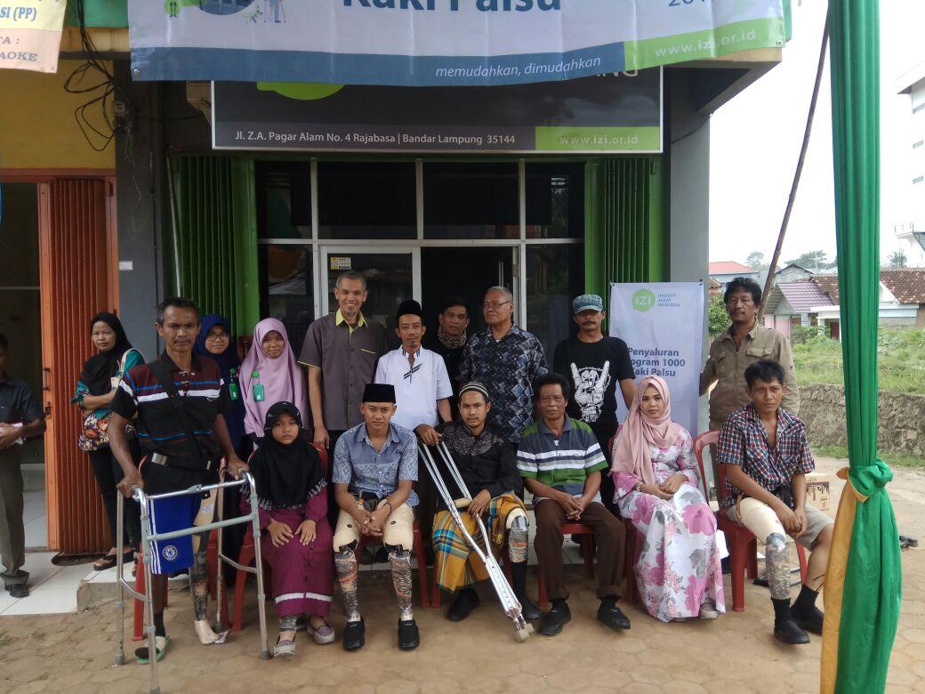 LAMPUNG POST | Inisiatif Zakat Indonesia Lampung Bagikan 12 Kaki Palsu
