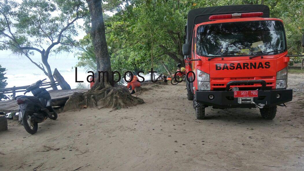 LAMPUNG POST | Wisata, Warga Tanjunggading Hilang Tergulung Ombak