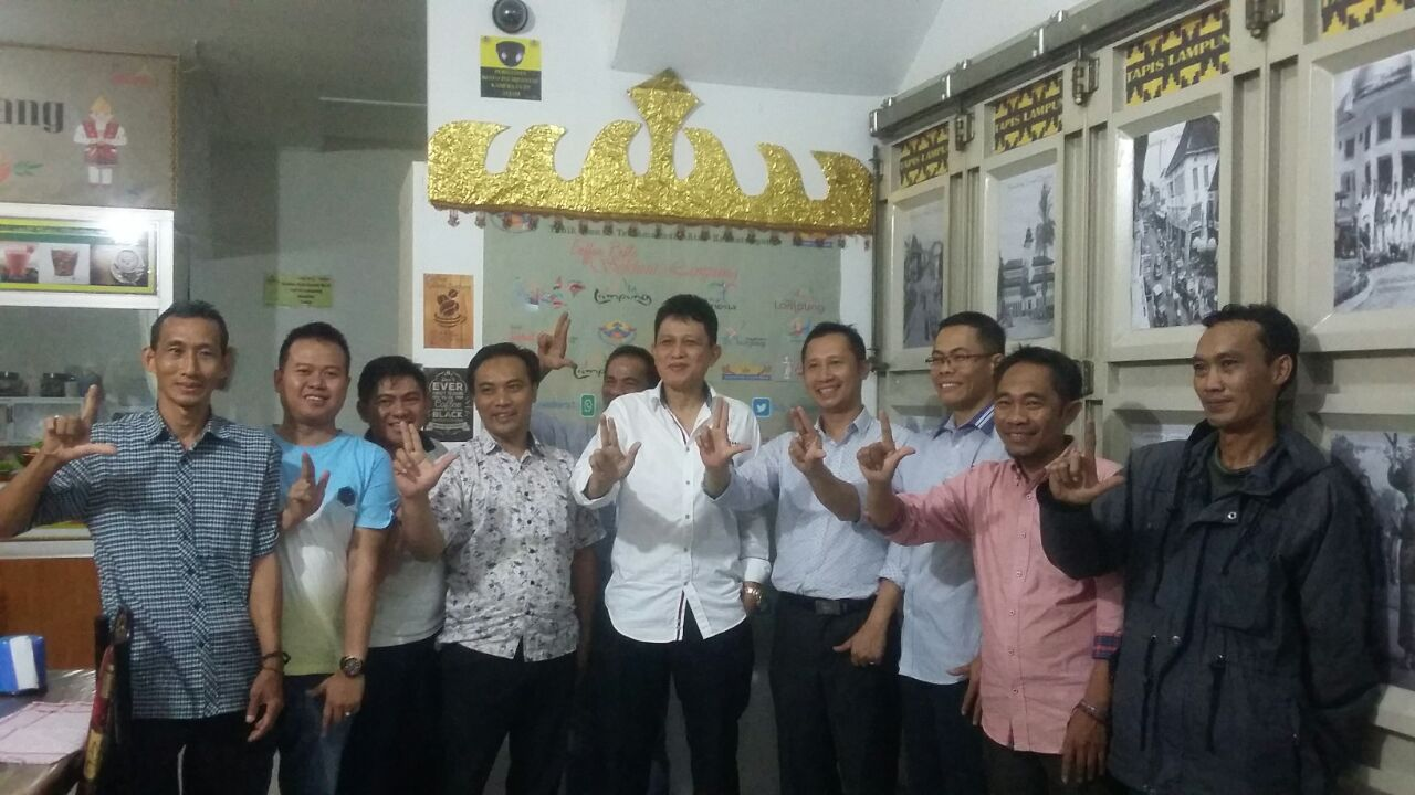 LAMPUNG POST | Dukung Budaya dan Wisata, Pangeran Edward Syah Pernong Kunjungi Coffee Resto IKLB Jabar
