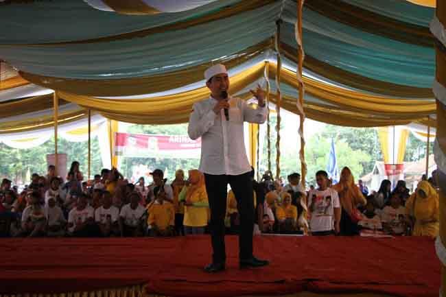 LAMPUNG POST | Kampanyekan Arinal – Nunik, Ustadz Solmed Sampaikan Pesan Ini