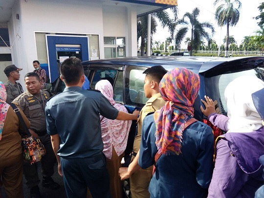 LAMPUNG POST | Warga Metro Datang ke Bandar Lampung Demi Tukar Uang
