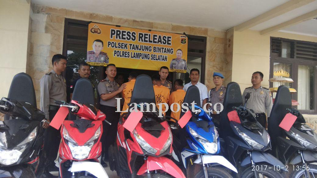 LAMPUNG POST | Tiga Pembobol Dealer Honda Tanjungbintang Dibekuk Petugas