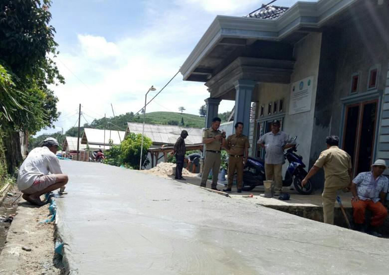 Desa Bakauheni Bangun Jalan Beton Lewat Sisa DD Tahap II