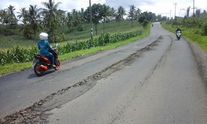 Sebulan Dua Kali Diperbaiki, Jalan Provinsi Kembali Rusak