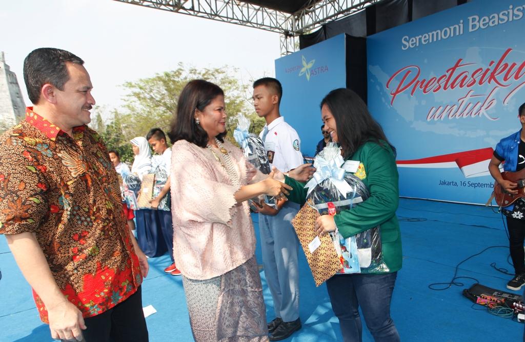 LAMPUNG POST | Koperasi Astra Salurkan Beasiswa kepada 30.904 Siswa di Seluruh Indonesia