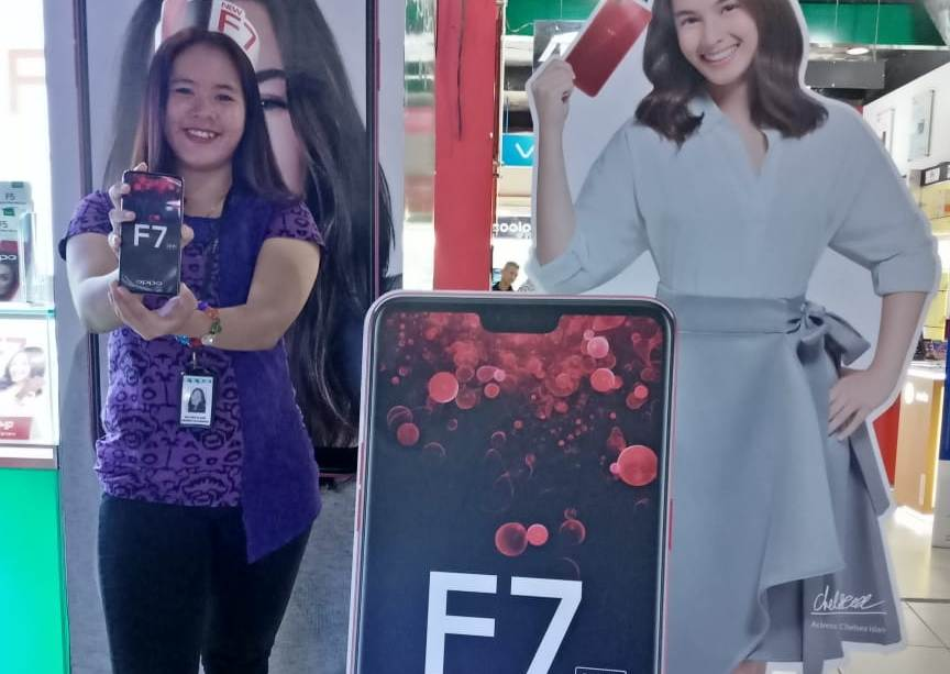 Smartphone Canggih Oppo F7 Kini Tersedia di Pasadena