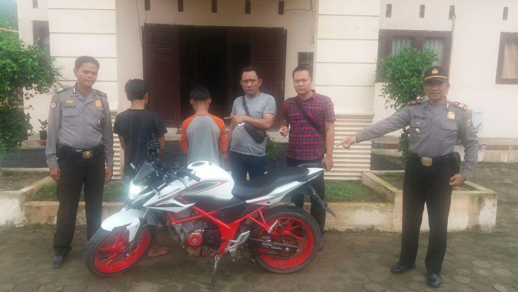 LAMPUNG POST | Dua Pelaku Pencurian Motor yang Masih Berstatus Pelajar, Dibekuk Reskrim Padangcermin