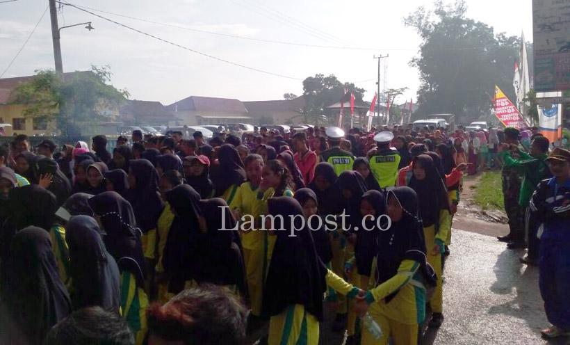 LAMPUNG POST | Ribuan Peserta Antusias Ikuti Jalan Sehat di Banjaragung