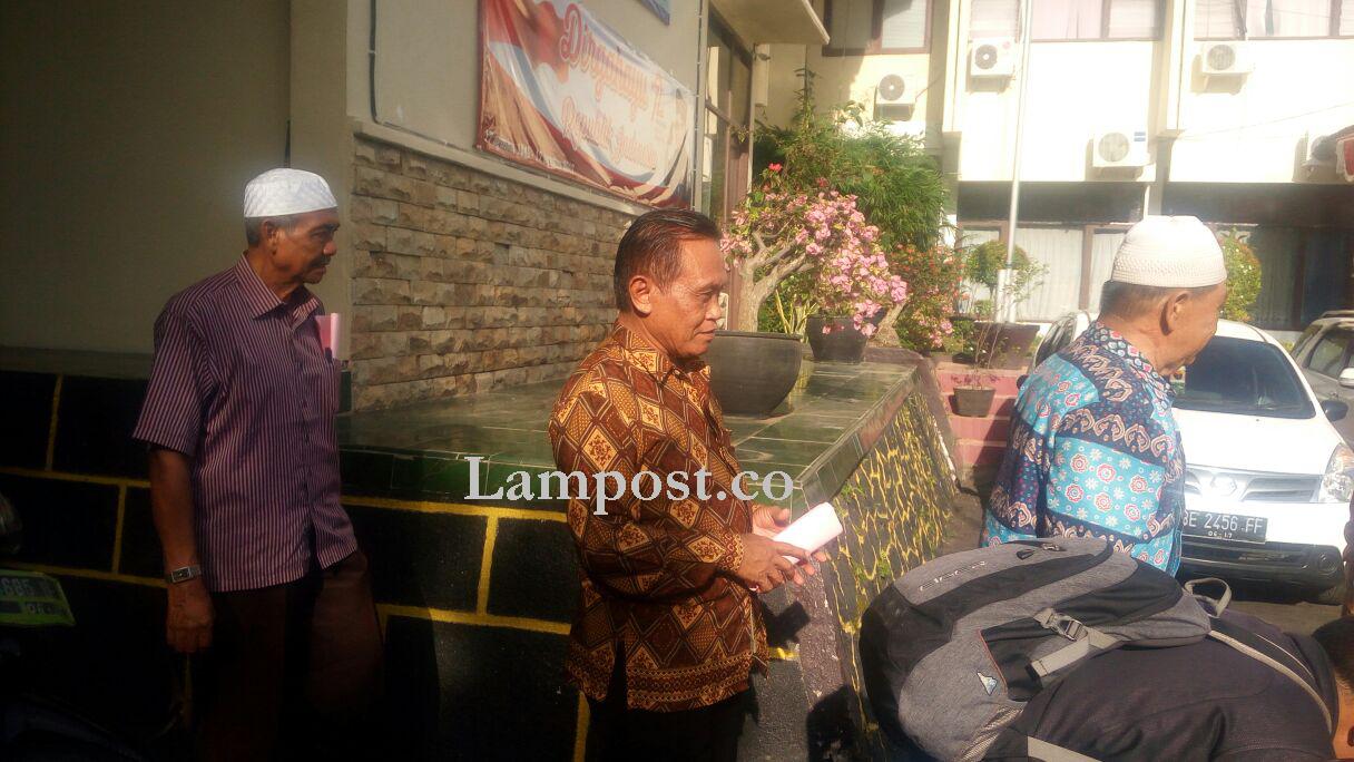 LAMPUNG POST   Anggota DPRD Lamsel dan 4 Tersangka Penyerobotan Lahan JTTS Ditahan
