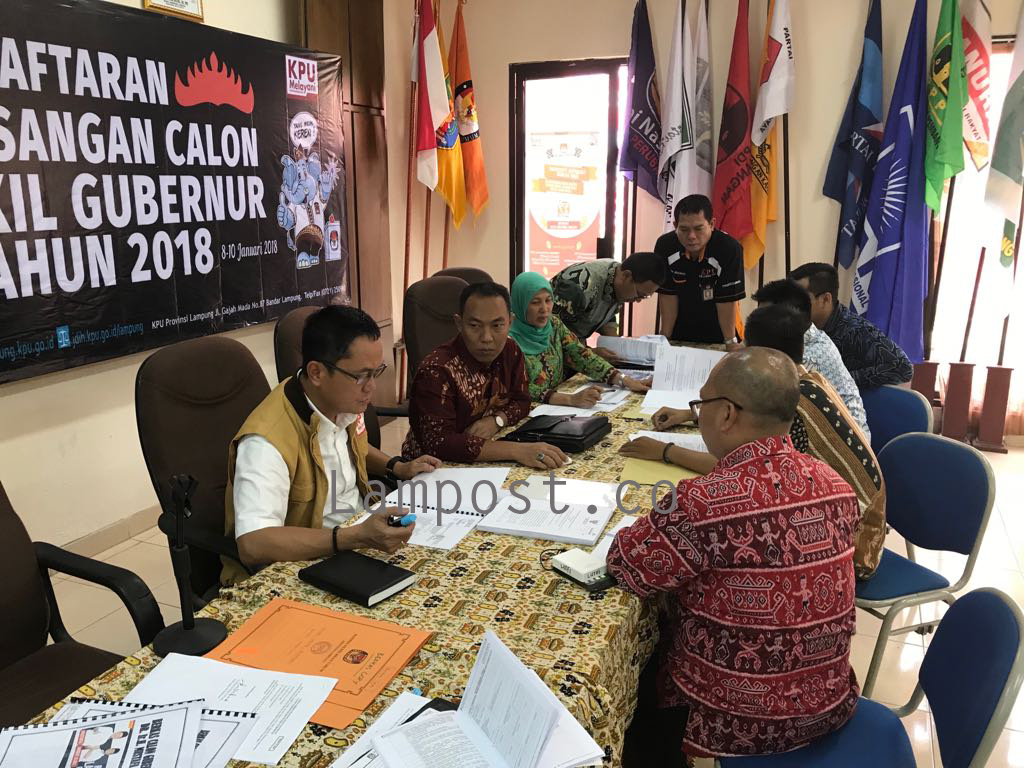 LAMPUNG POST | KPU Teliti Berkas Administrasi Calon Peserta Pemilihan Gubernur