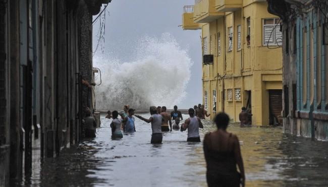 LAMPUNG POST | 10 Warga Kuba Tewas akibat Hantaman Badai Irma