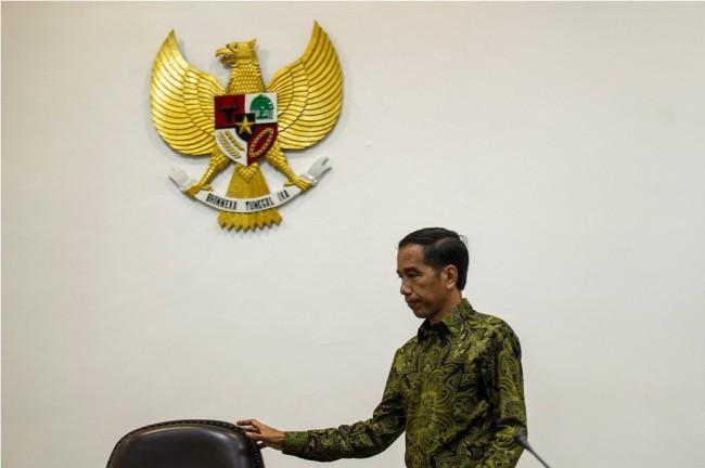 LAMPUNG POST | Jokowi Sebut Nasib Idrus di Golkar Urusan Airlangga
