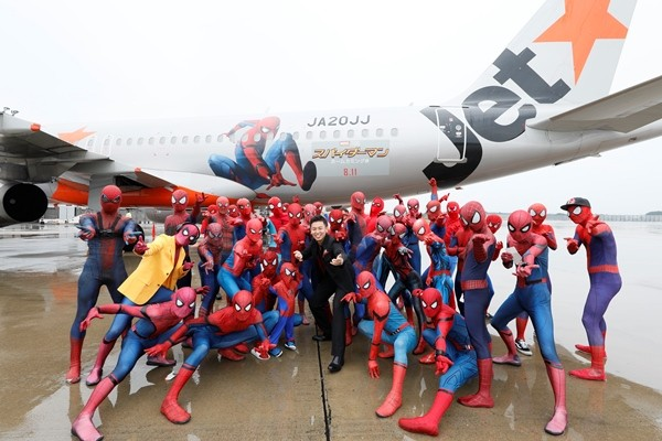 LAMPUNG POST   40 Spider Man Ada Dalam Pesawat Ini