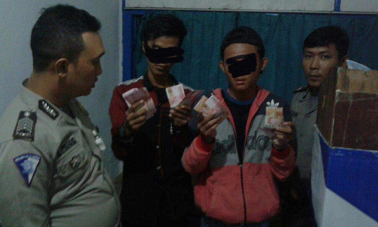 LAMPUNG POST | Bawa Uang Palsu, Dua Remaja Dibekuk