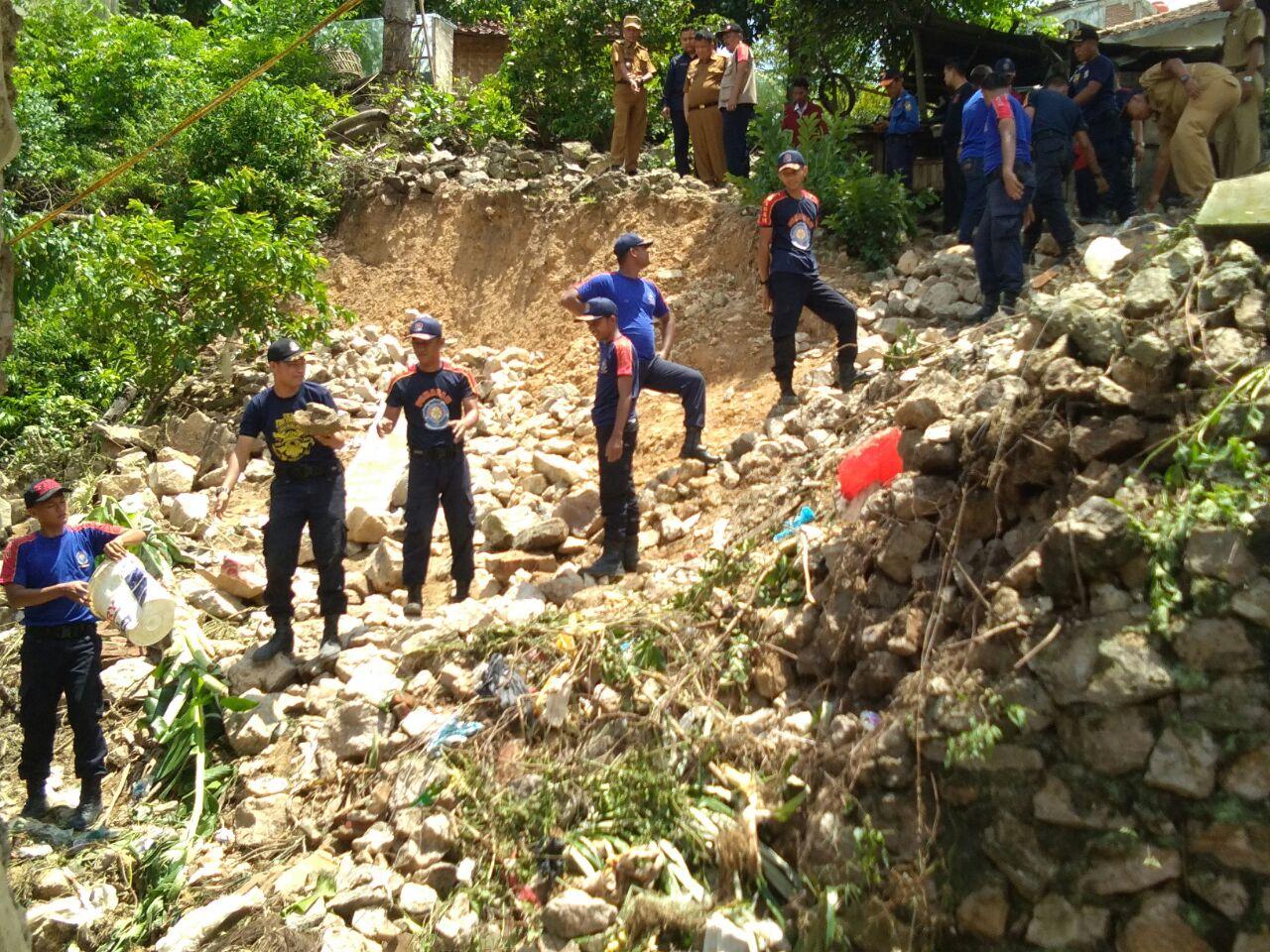 LAMPOST TV: Pemkot Bantu Korban Longsor di Kupang Kota