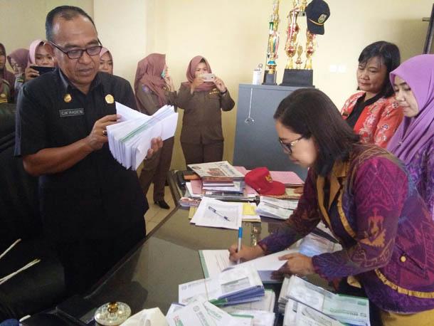 LAMPUNG POST | VIDEO: Pemkot Bandar Lampung Bagikan KIS Tahap Pertama