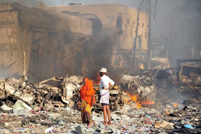 LAMPUNG POST | Korban Tewas Bom Truk di Somalia Mencapai 230 Orang