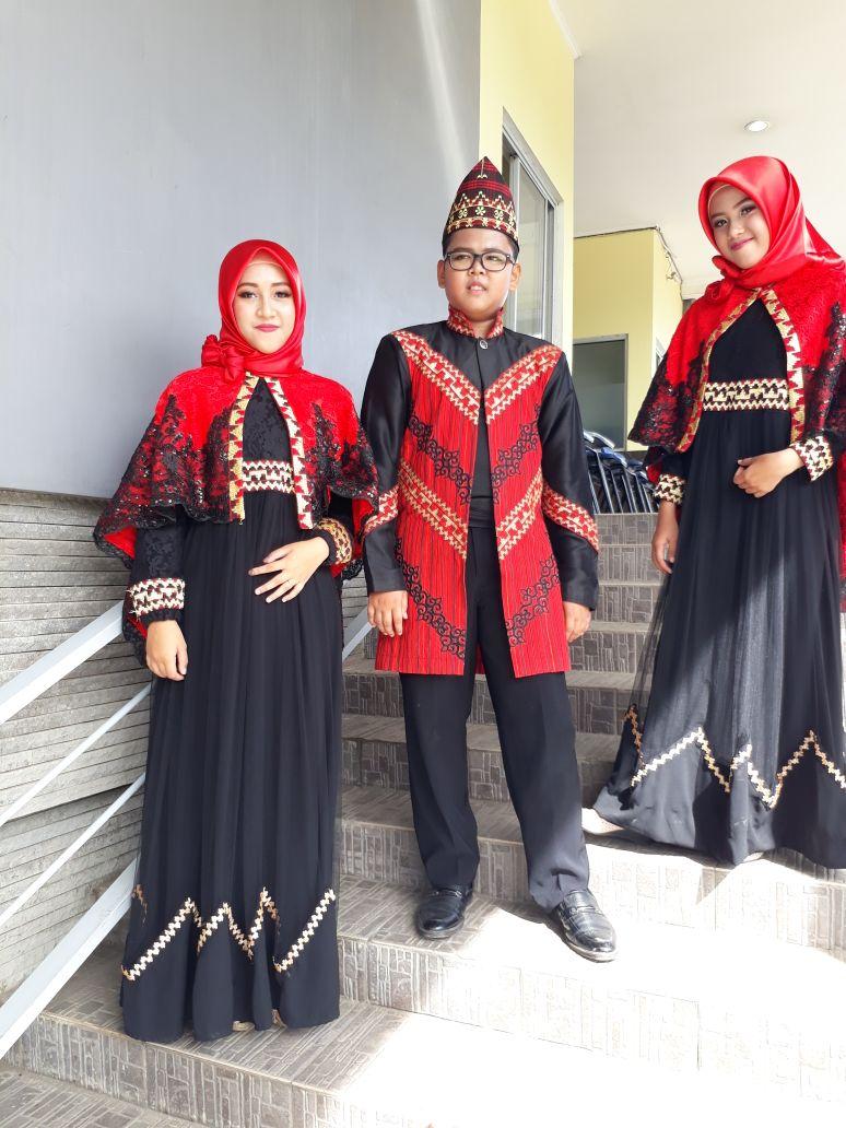 LAMPUNG POST | Bawakan Lagu Lampung, Trio Ini Menjadi Juara