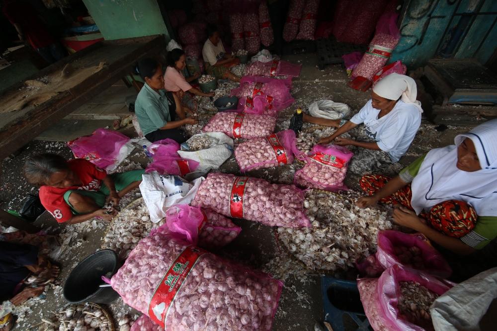 LAMPUNG POST | Bulog Pasok Bawang Putih dan Daging Beku dari Jakarta