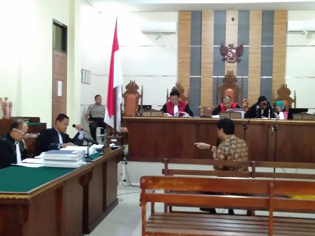 LAMPUNG POST   Jaksa Pertanyakan 'Ada Apa' Antara Bambang dan Nuzul