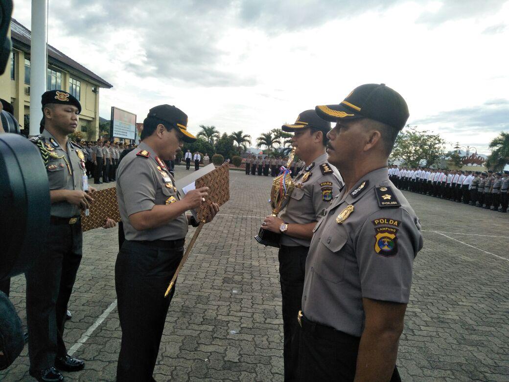 Berprestasi di Bidang Olahraga, 8 Anggota Polda Lampung Dapat Penghargaan