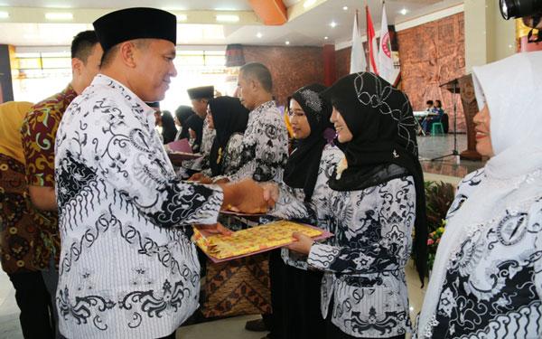 LAMPUNG POST   Tunjangan Profesi Guru Lampung Tengah Triwulan I/2017 Cair
