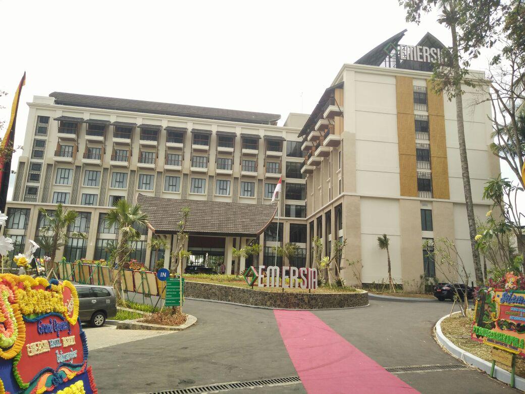 LAMPUNG POST | Emersia Hotel & Resort Batusangkar Diresmikan