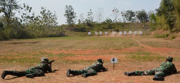 83 Prajurit Korem 043/Gatam Lakukan Latihan Menembak