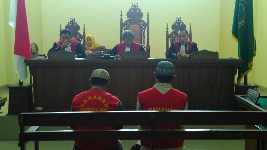 LAMPUNG POST   Dua Terdakwa Pembunuh Saudara Kandung Divonis 4 Tahun Penjara
