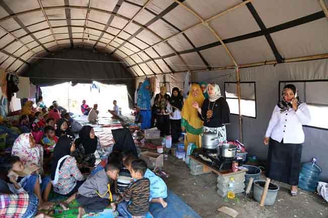 LAMPUNG POST | Korban Banjir di Lamtim Terima Bantuan