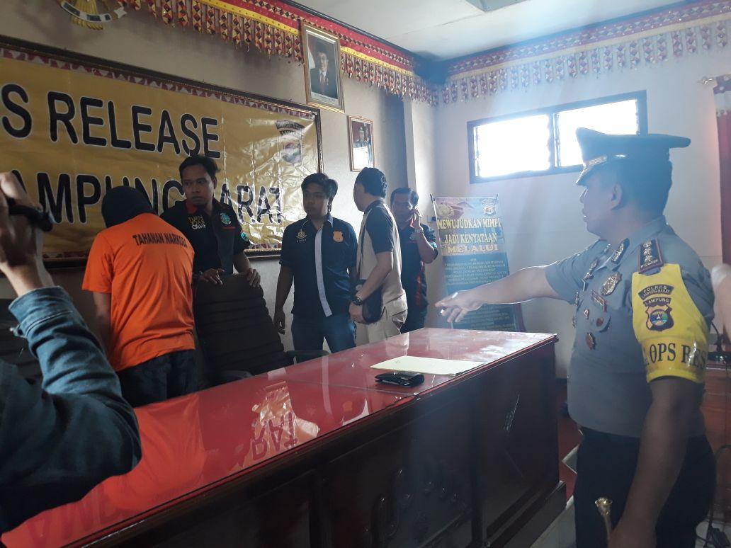 LAMPUNG POST | Sekcam Bandar Negeri Suoh Ditangkap Karena Miliki Sabu