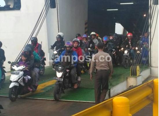 LAMPUNG POST | 58.000 Kendaraan Pemudik Masuk Lampung