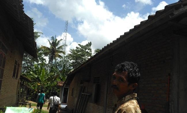 LAMPUNG POST | Sempat Ditolak Warga, CMI Tetap Lanjutan Pembangunan Tower di Kagunganratu
