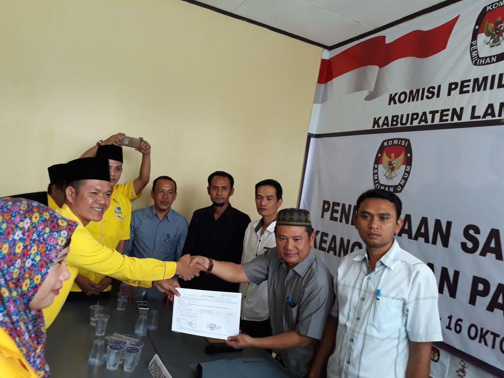 LAMPUNG POST | Daftar ke KPU, Berkas Golkar  Lampung Barat Terbanyak KTA