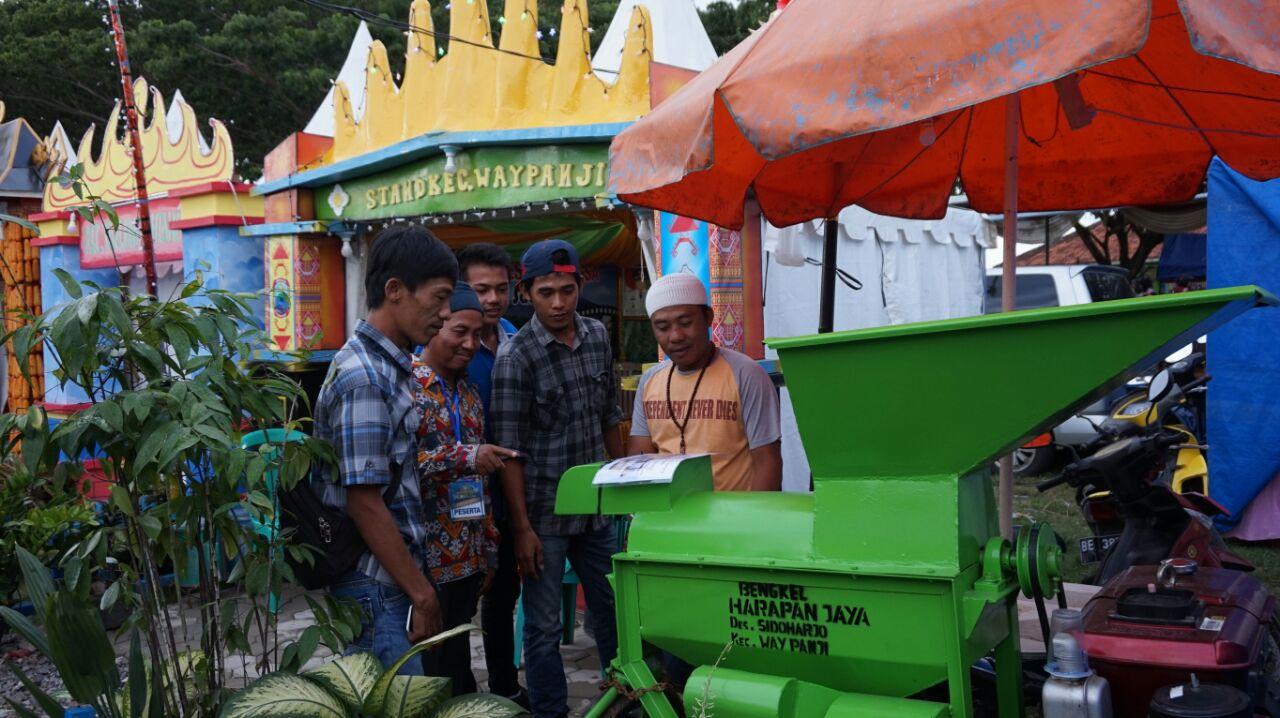 LAMPUNG POST | Kecamatan Way Panji Promosikan Mesin Perontok Jagung di LSF 2017