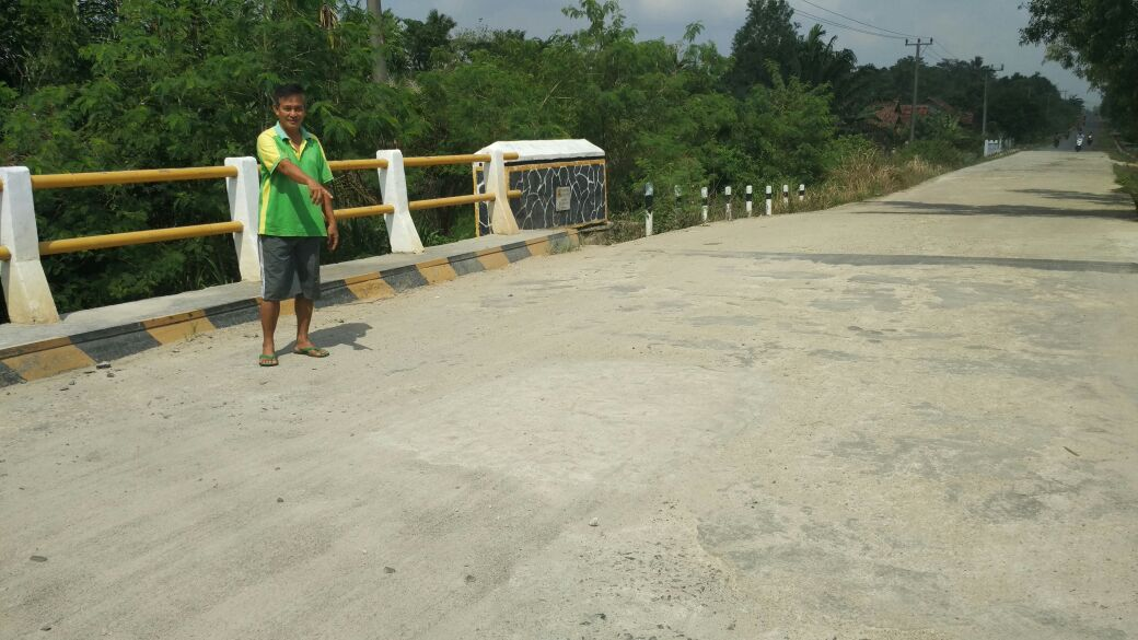 LAMPUNG POST | Warga Tatakarya Keluhkan Pembangunan Jembatan yang Dinilai Asal Jadi