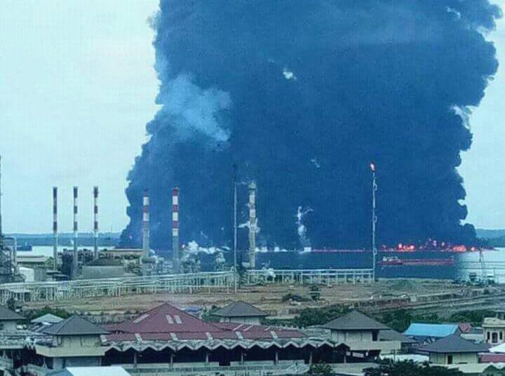 Kobaran Api Besar Landa Perairan Balikpapan