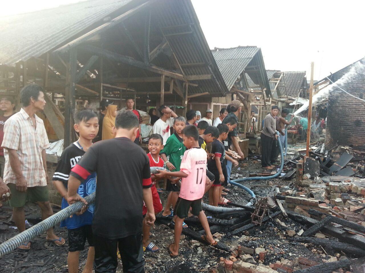 LAMPUNG POST | Pasar Sidorejo Terbakar, 35 Toko Dilalap Api