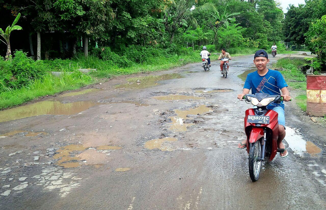 Lamsel usulkan Perbaikan Jalan Poros di Palas ke Gubernur