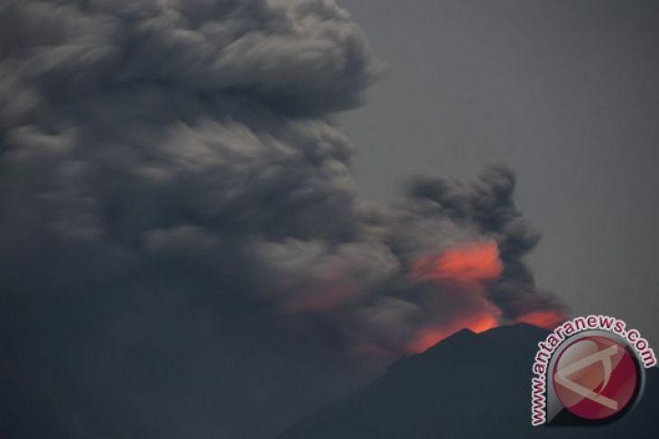 Lava Gunung Agung Sudah Dipermukaan Kawah