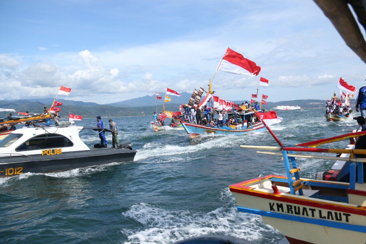 LAMPUNG POST | Ratusan Nelayan Ikuti Ruwatan Laut di Teluk Lampung